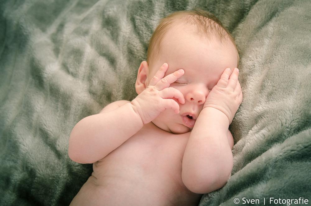 finn, babyshoot, newborn, fotografie, sven, thuis, locatie,