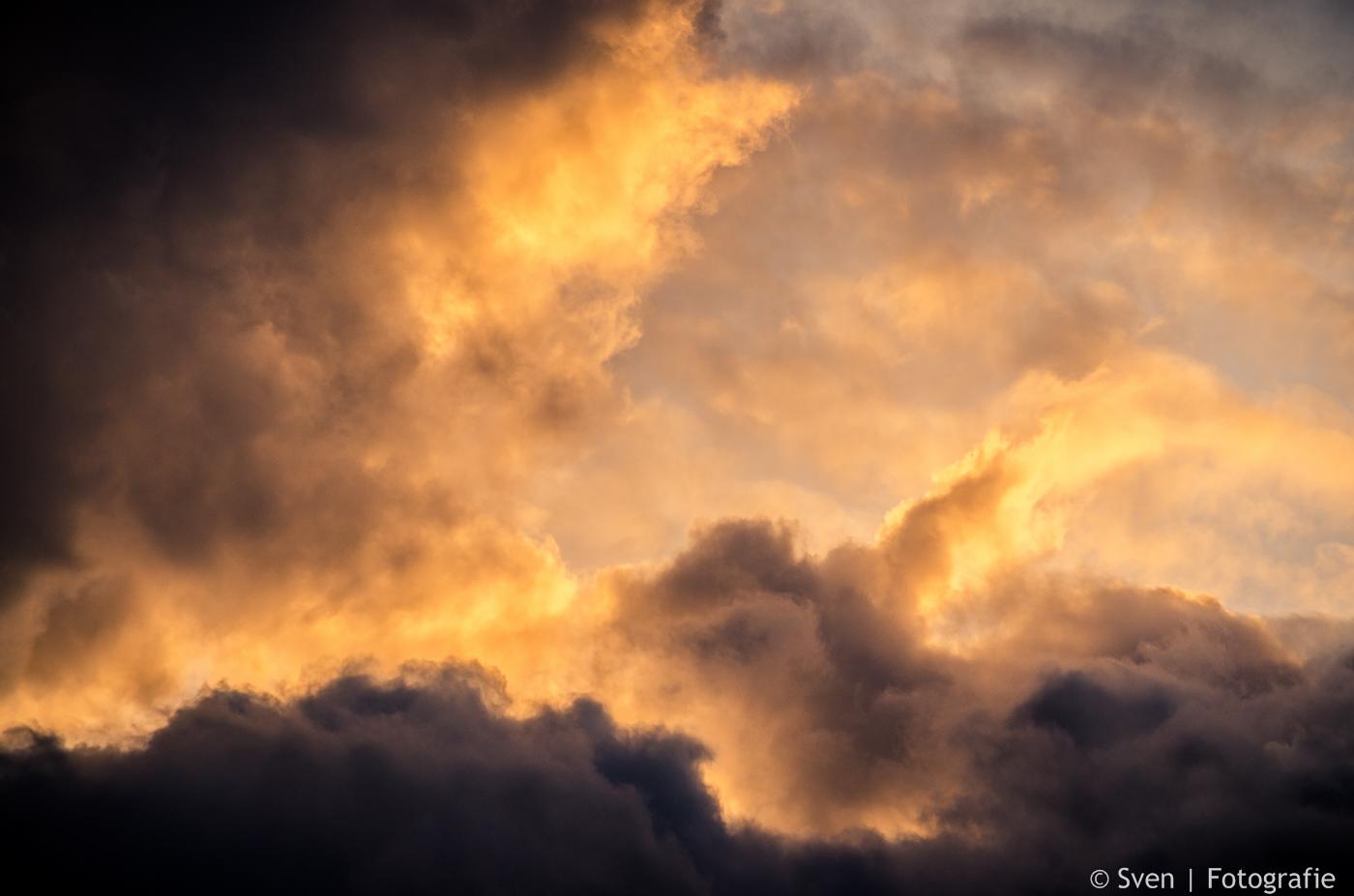 sven, fida, op reis, samen, azie, travel, together, wolken, 2014, fotografie, wildschut, aan de muur, werk,