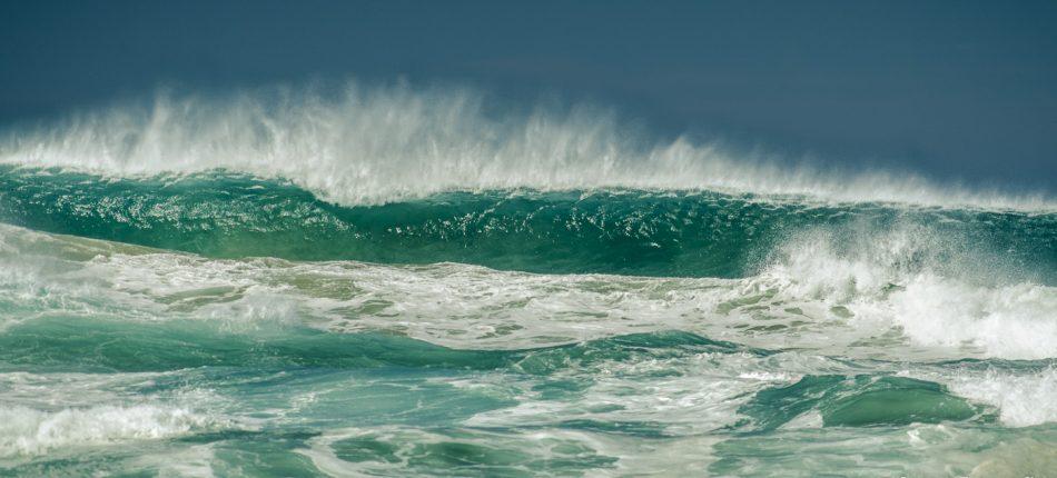 Aan de zuid kust van Australië, in de staat Victoria, kwamen we bij de Great Ocean Road. Vroeg in de ochtend bezochten we daar verschillende stranden. Het was al vroeg lekker warm, maar er stond een velle wind die de golven lieten bulderen.