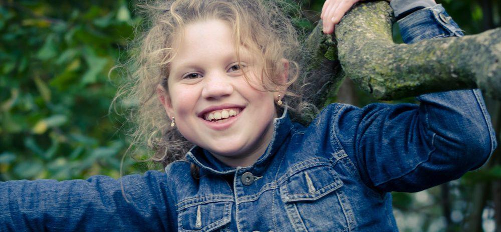 familie, fotoshoot, park, kind, jeugd, buiten, portret, Sven, Fotografie, Almere, Wildschut, meisje, spijkerstof, kinderen,